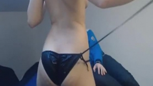 Awesome amateur Asian babe takes it in the ass